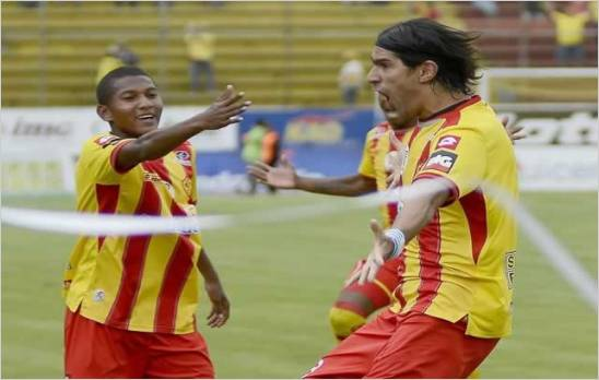 Sebasti�n Abreu se destapo con dos goles y rescato un punto para el Aucas