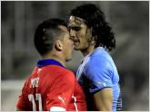 Duelo de porteros en el partido de Chile - Uruguay por cuartos de final