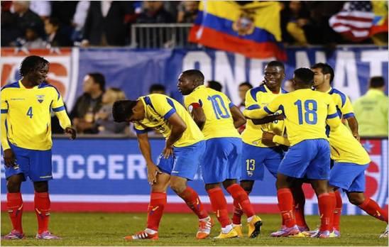 Ecuador golea 5-1 a el Salvador en la despedida de Iv�n Hurtado